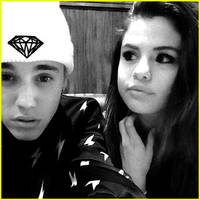 Selena Gomez Joins Justin Bieber on Trip to Canada (Photos)
